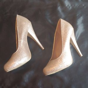 Gold shimmery high heel pumps